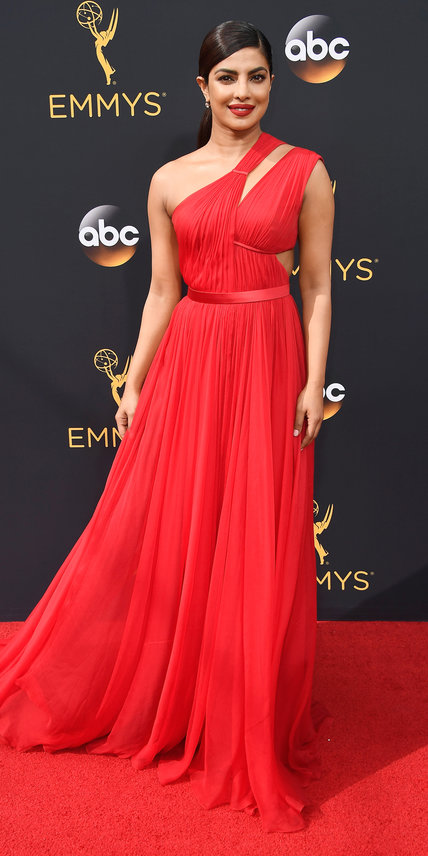 LOS ANGELES, CA - SEPTEMBER 18: Actress Priyanka Chopra attends the 68th Annual Primetime Emmy Awards at Microsoft Theater on September 18, 2016 in Los Angeles, California. (Photo by Frazer Harrison/Getty Images)